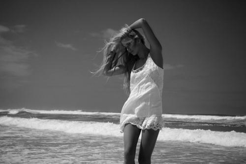 AmyLeeMantooth Beach Feather